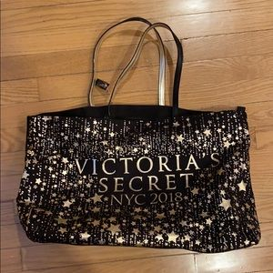Victoria's Secret bag with zipper
